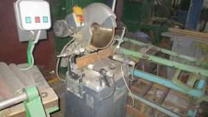 Торцовочный станок COMALL SAM-400 P