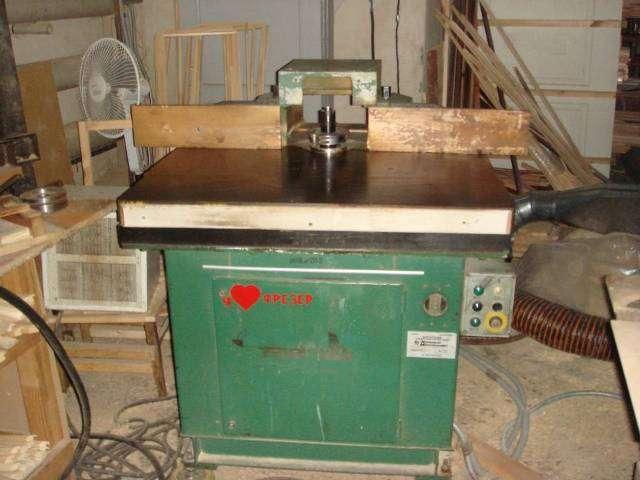 Станок фрезерный с кареткой и наклоняемым шпинделем УФС-1